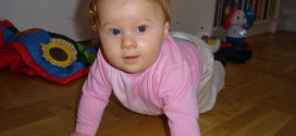 baby crawling po