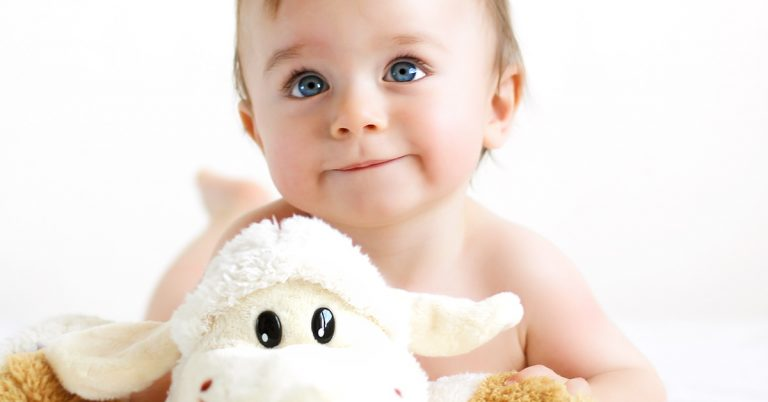 Read more about the article 8 Unusual Baby Gifts to Buy For Babies and New Parents