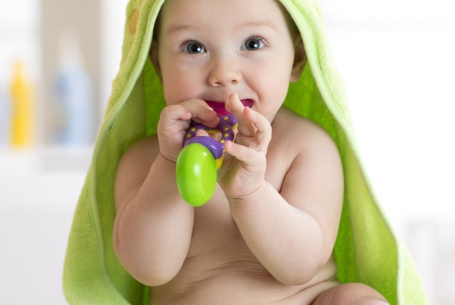Is Your Baby Teething? 11 Infant Teething Symptoms to Know!