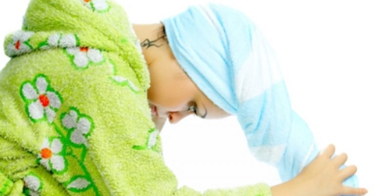 Read more about the article 10 Simple & Effective Homemade Hair Treatments For New Moms