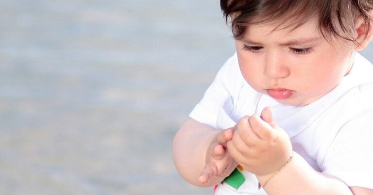 Read more about the article Signs of Autism in Babies and Toddlers, Diagnosis, Treatment, Coping