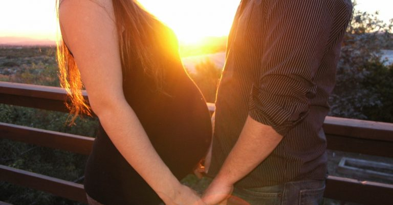 Read more about the article 7 Tips For Dad During Labor – To Be The Best Birth Partner