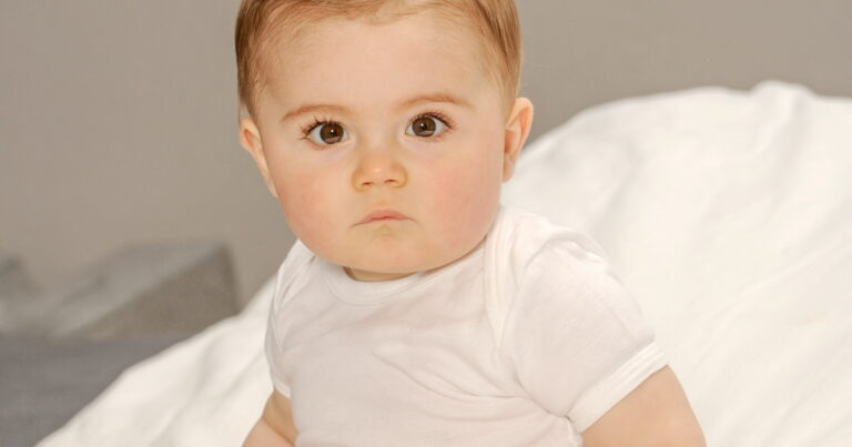 Read more about the article Baby Fell Off The Bed: 10 Injury Warning Signs, What To Do